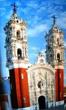 Basílica de Nuestra Señora de Ocotlán: Twin Baroque Towers