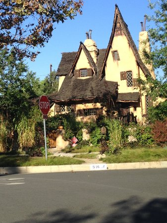 Your L.A. Tours: Storybook House