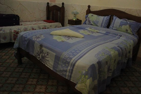 Casa Osiris: rooms are large with private bathroom, fan and AC