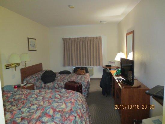 Super 8 Edmonton/West: view of room from entrance door