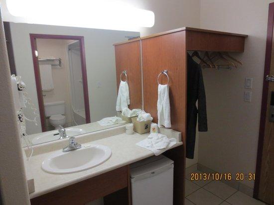 Super 8 Edmonton/West: sink and closet by entrance door