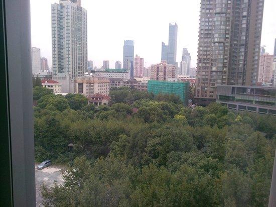 Howard Johnson Huaihai Hotel Shanghai: View from 8th floor room HJ Huaihai Shanghai