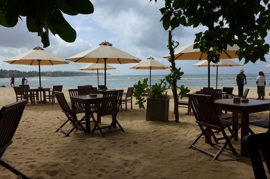 Kingfisher Hotel: restaurant area beachside
