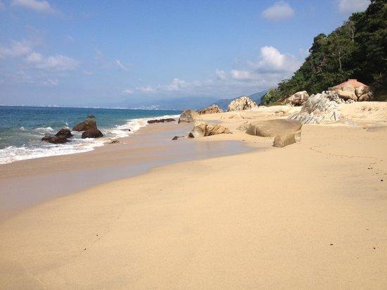 Xinalani Retreat: The beach at Xinalani