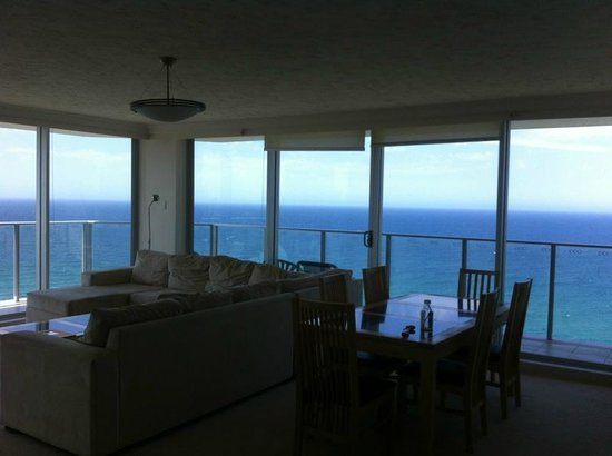 Hi Surf Beachfront Resort Apartments: Our magnificent living room view