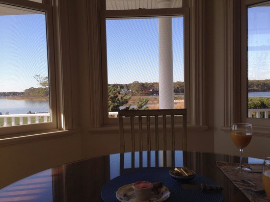 Seatuck Cove House Waterfront Inn: Breakfast with a view