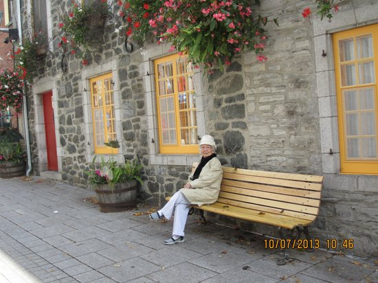 Hotel Clarendon : Mom relaxing in old town quebec