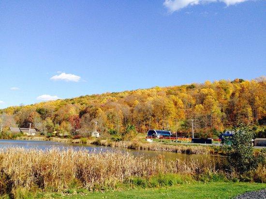 Shawnee Mountain Ski Area: Gorgeous fall colors at the mountain.