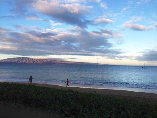 Aston Maui Kaanapali Villas: View of Beach at Sunrise