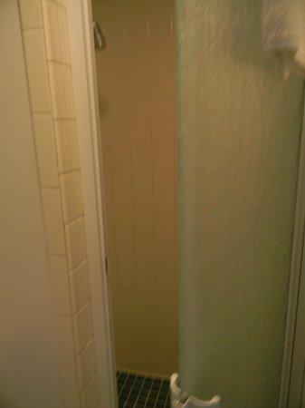 Dolphin Motel: Baño muy limpio.