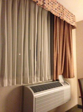Best Western PLUS InnTowner : Curtains and HVAC