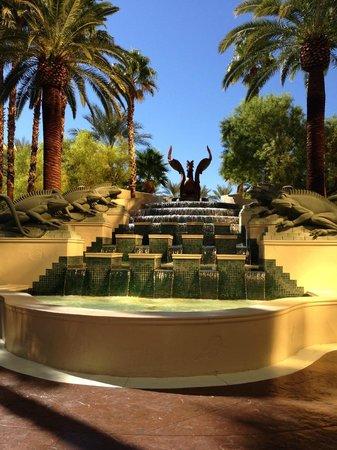 Four Seasons Hotel Las Vegas : Entrance to pool