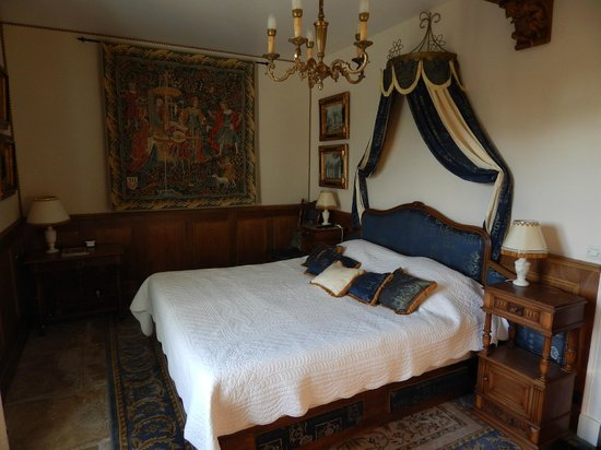 La Maison de l'Argentier du Roy: Our delightful bedroom with a view over the garden