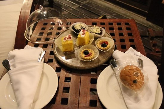 Gending Kedis Villas & Spa Estate: Delicious cakes