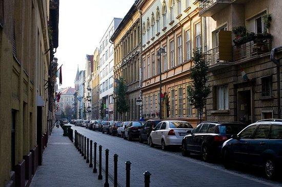 Central Hotel 21: Улица Марии, на которой расположен отель