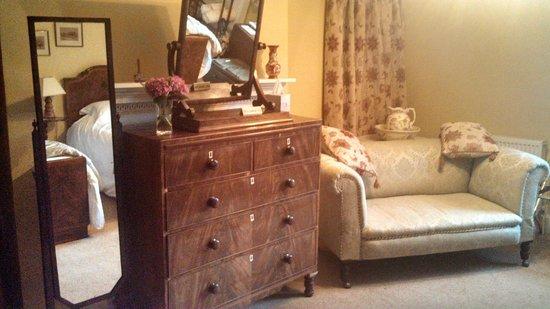 Grange Farm Woolpit: Dresser in room