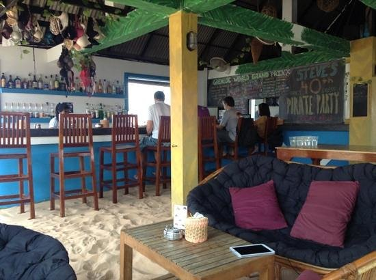 Mad Monkey Hostel Siem Reap: Rooftop bar - great chillout during the day, party at night!