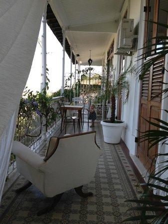 Mama Ruisa: Balcony where breakfast can be served