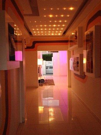 Villa Zest Boutique Hotel : 70's style entrance