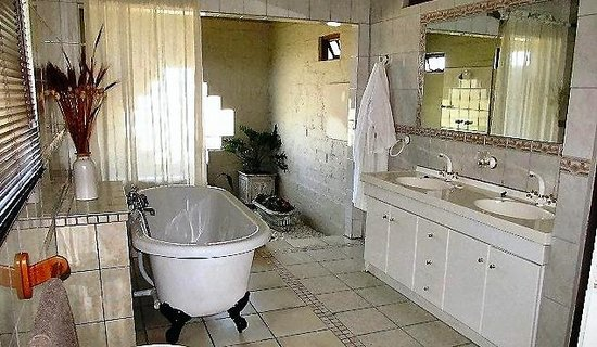 Grey Goose Farm Lodge: Honeymoon bathroom