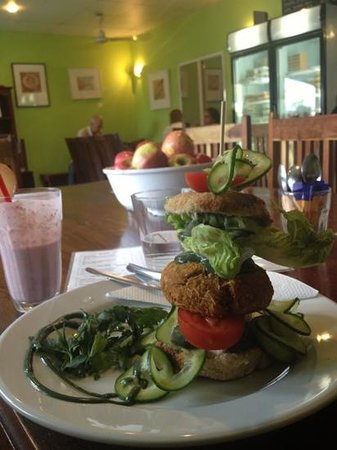 Eat at Martins : carrot burger and strawberry smoothy