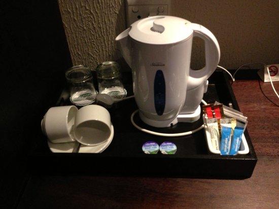 Birchwood Hotel: Coffee/tea making facilities