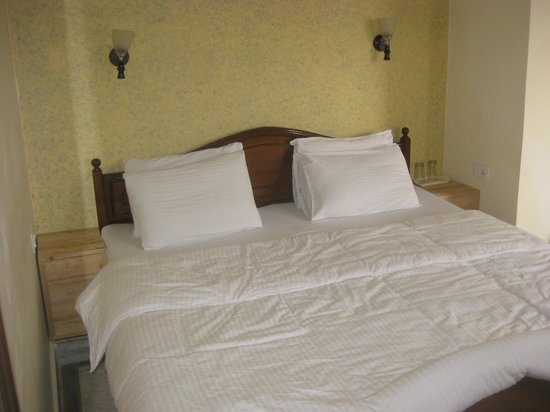 Green Hotel: Comfortable bed