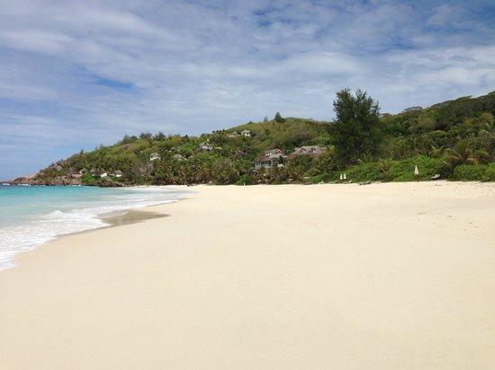 Banyan Tree Seychelles: По пляжу на завтрак идти три иминуты