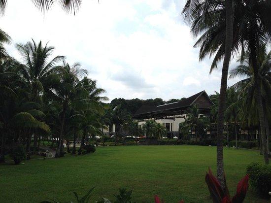 Banyan Tree Bintan: 広々とした敷地内は散策するのも楽しい。