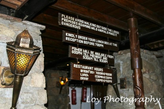 Lobo Wildlife Lodge: sign at the front desk
