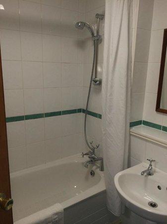 The City Hotel: バスルーム