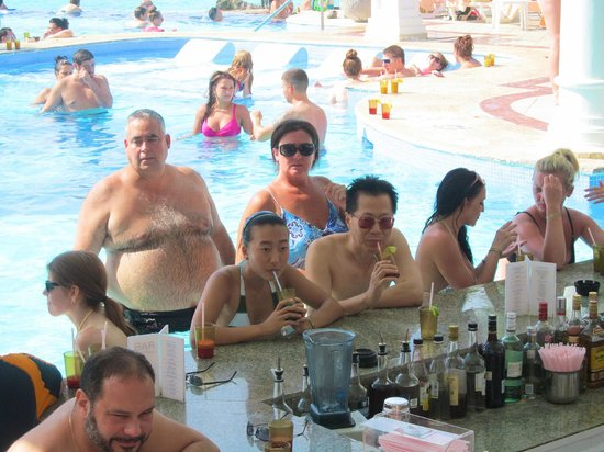 Hotel Riu Palace Las Americas: Bar in one of the pools.