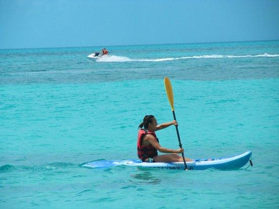 Hotel Riu Palace Las Americas: Kayaking by the private beach.
