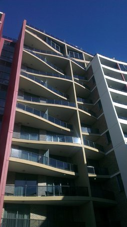 Meriton Suites George Street, Parramatta: aparment from out side.
