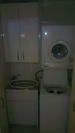 Meriton Serviced Apartments George Street, Parramatta: laundry