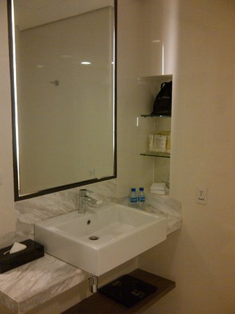Seda Bonifacio Global City : Noticed the two bottles of mineral water in the bath room