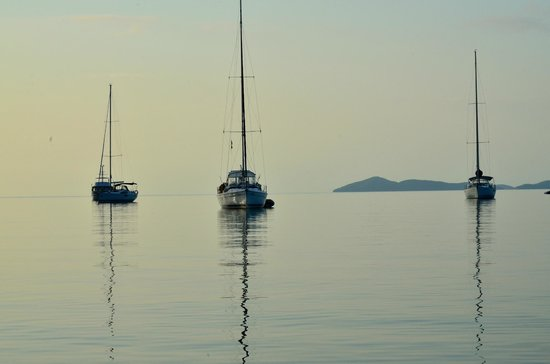 Whitsunday Escape: Early Moring on Shaw Island