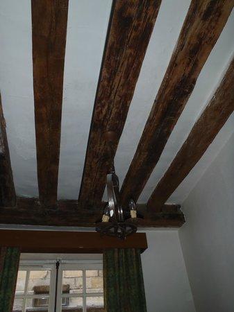 Auberge de jeunesse MIJE Maubuisson : Потолки в большинстве номеров такие.