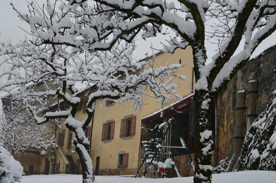 Domaine du Burignon: Jardin sous la neige