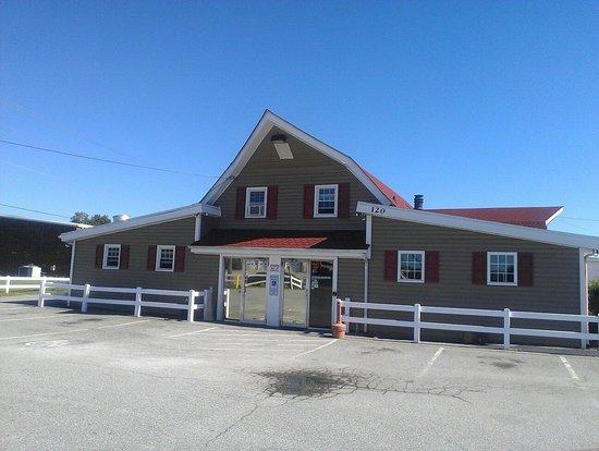 The Barn Dinner Theatre: Outside