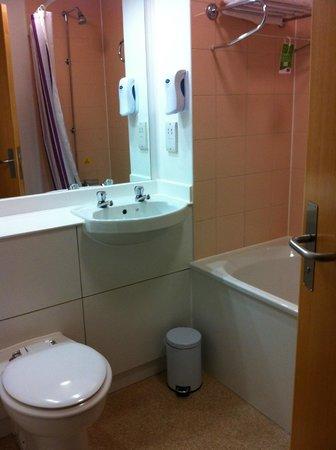 Premier Inn Glasgow City Centre (George Square) Hotel : bathroom