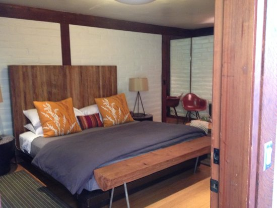Glen Oaks Big Sur : room
