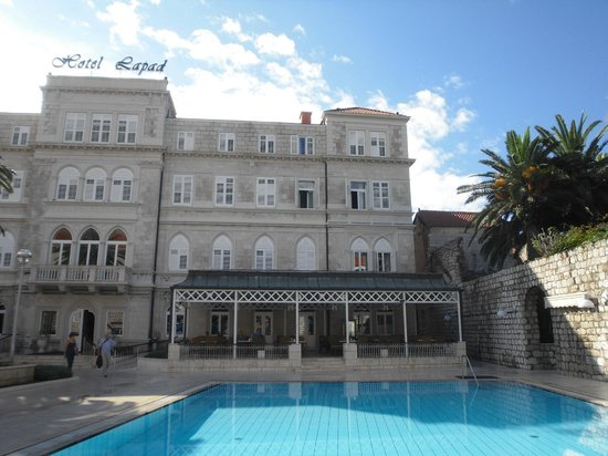 Hotel Lapad : The hotel from the front