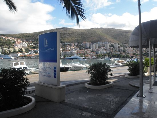 Hotel Lapad : The view from the front of the hotel
