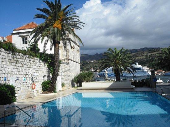 Hotel Lapad : The pool area