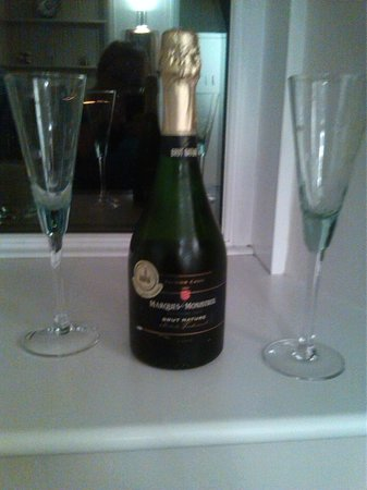 The Old Station House: Bubbly!