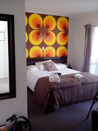 RotoVegas Motel of Rotorua: Master's Bedroom (connected to the spa)