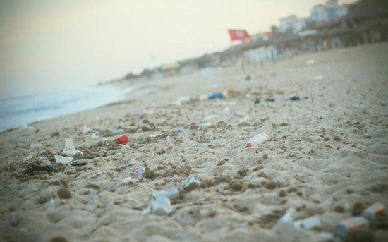 El Mouradi El Menzah: dirty beach