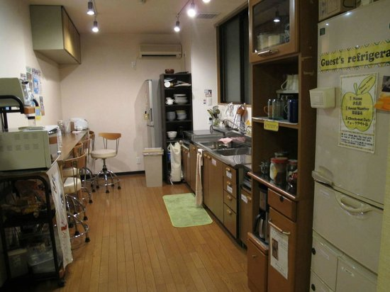 Kyoto Hana Hostel: KITCHEN