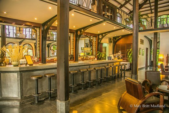 Heritage Suites Hotel : The hotel Bar